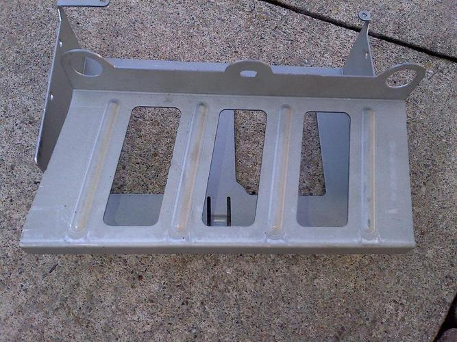 03-11 MERCEDES R230 SL65 SL55 CD CHANGER METAL BRACKET SUPPORT A2305450540