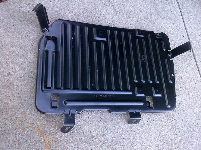 03-11 MERCEDES R230 SL65 SL55 STAY BRACING CO-DRIVER'S LEGROOM PLATE A2306841137