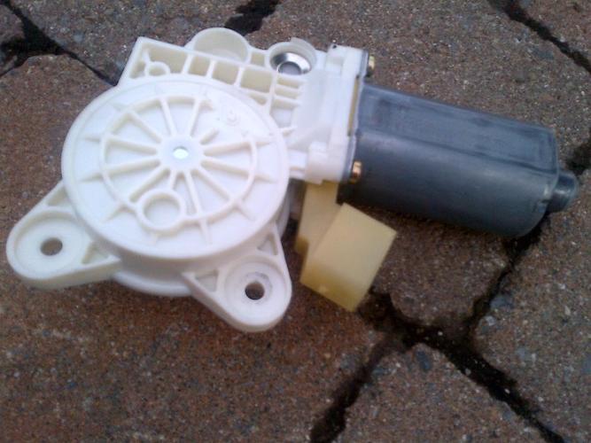 03-11 MERCEDES SL65 PASS FRONT WINDOW MOTOR REGULATOR A2308201042
