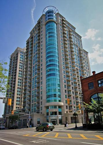 1 Bedroom + Den in the heart of the Byward Market!