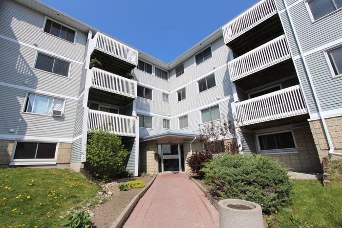1 Bedroom Main Level Condo in Viewmount Woods!
