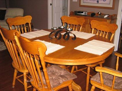 $1,500 9 Piece Oak Dining Room Set
