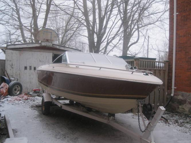 18.5 foot thundercraft boat with roller trailer