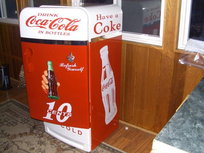 Man Cave Barrie : Vintage fridge coke cola graphics perfect for man