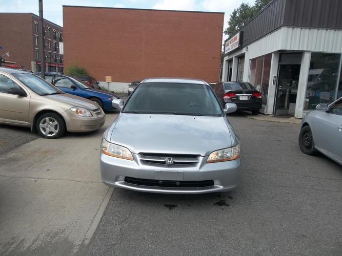 1999 Honda Acord LX Sedan safety and E test