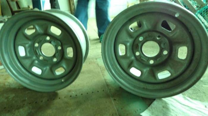 2 chev rally wheels, 2 cragars