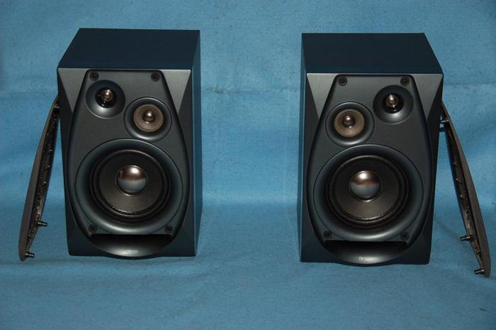 2 Yamaha speakers model NX-GX70