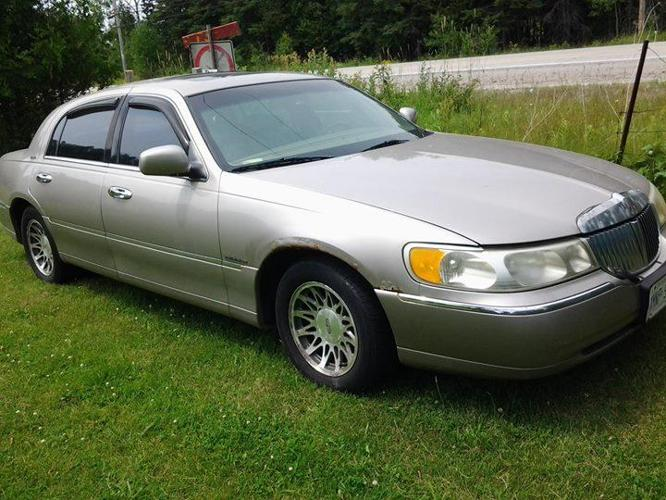 2000 lincoln town car-signature series-as is