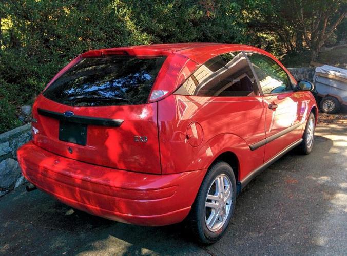 2001 ford focus zx3 make me an offer!