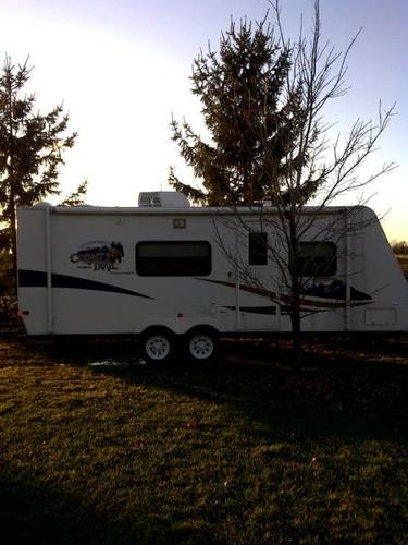 2011 Monaco Wild Bear ultralight travel trailer with BUNK BEDS!