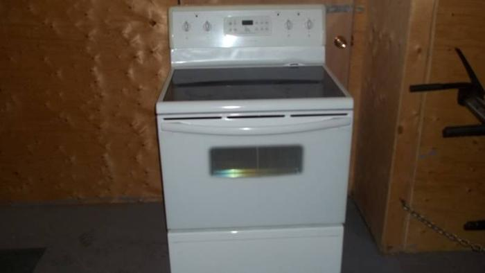 30 in frigidaire glass top stove for sale in Parry Sound Ontario