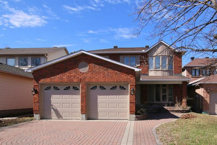 35 SOUTHLAND CRES - BEAUTIFUL HOUSE FOR SALE IN CHAPMAN MILLS!