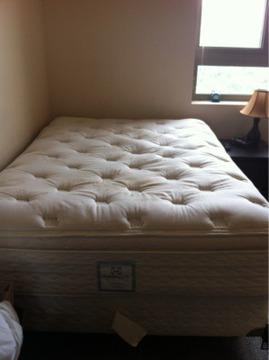 $400 Complete full/double bed