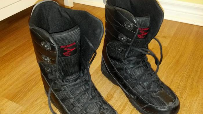5150 Snowboard (163cm) & Avalanche boots size 13