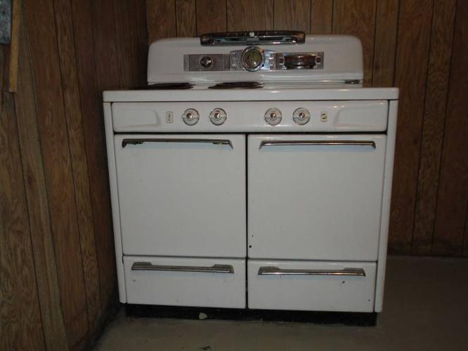 Antique 1950s GE Moffat two-door oven/stove