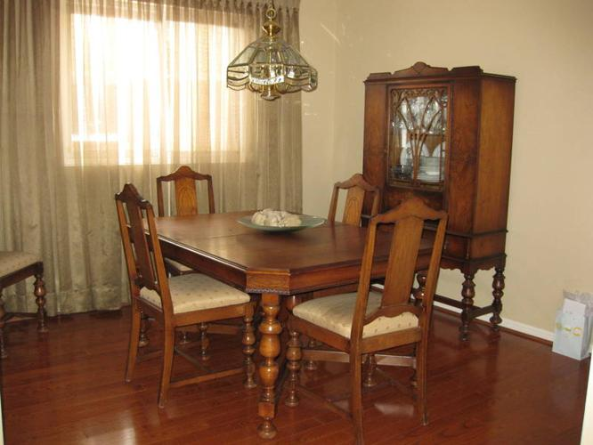 Antique dining room suite for sale in mississauga ontario for Dining room suites for sale