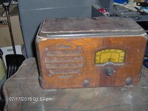 Antique radio. BEST OFFER. MUST GO..