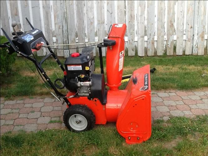 Ariens Compact 24 LIKE NEW snowblower