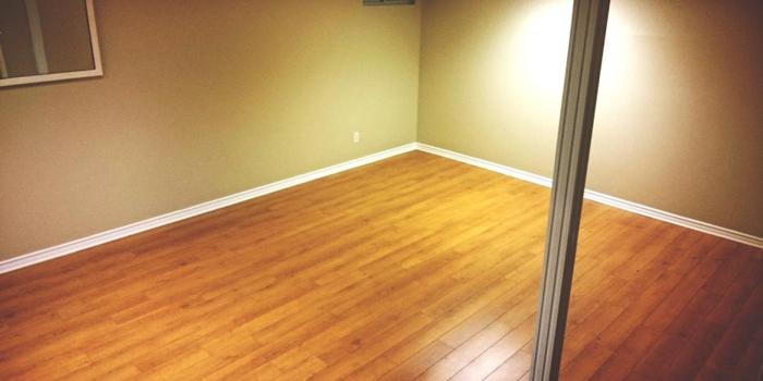Available now! Large room in 3 bedroom home. ALL INCLUSIVE