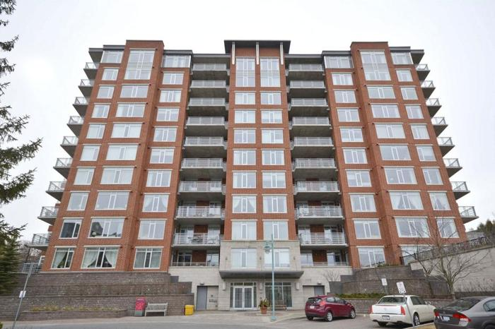 Beautiful 2 Bed 2 Bath Corner Unit with South Western Views!