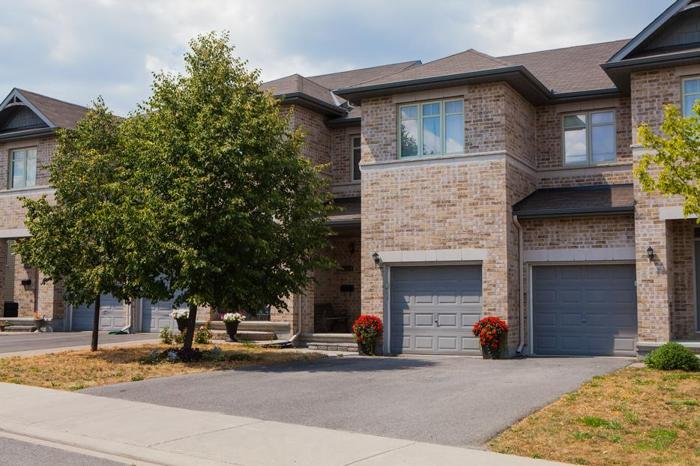 Beautiful Freehold Townhome In Barrhaven