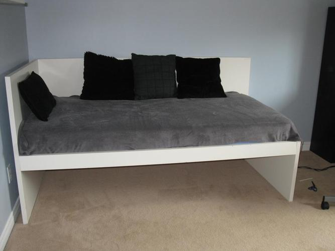 Bed with Pull-out and 2 Mattresses