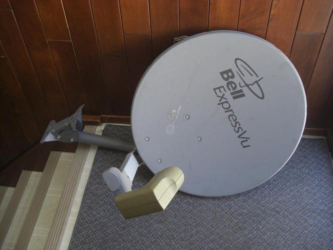 Bell Satellite Dish with one LNB