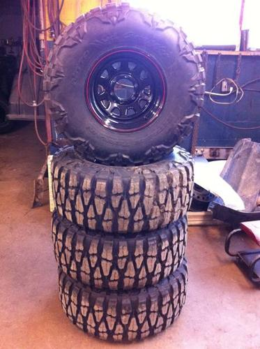 Brand New 15'' Nitto Mud Grapplers On Black Rallye Style Wheels