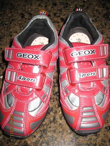BRAND NEW GEOX Sport Sneaker Running Shoes Youth Sz 10.5