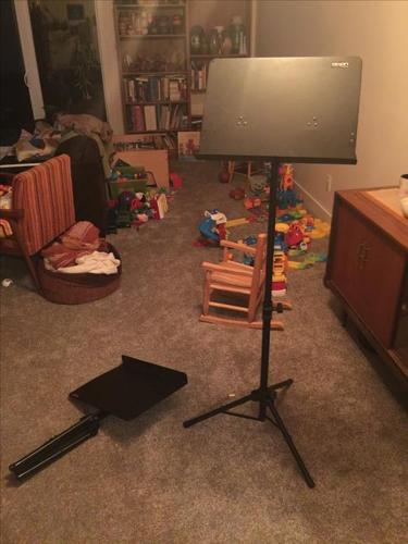 Dixon collapsible folding gig music stands.