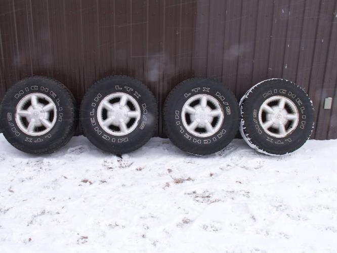 Dodge Dakota / Durango Rims and Michelin 31inch tires
