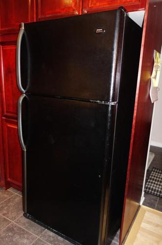 Frigidaire Gallery 21.6 Cu. Ft. refrigerator top-mount freezer