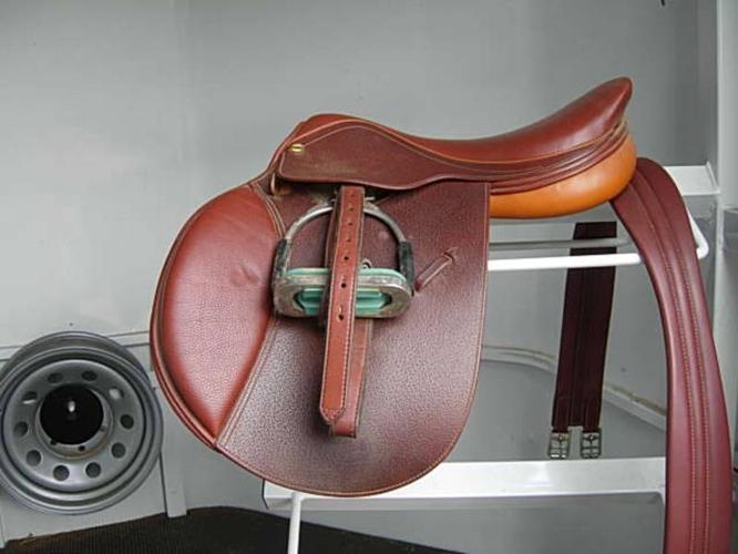 HDR Advantage 17 inch Wide Saddle CC