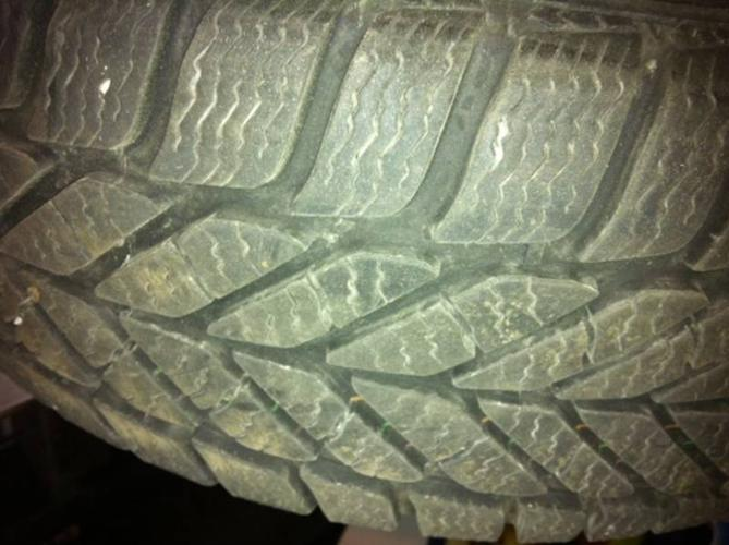 ICE TIRES - Goodyear Ultra Grip SUV 215/65R16