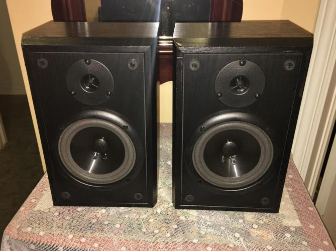 Infinity Bookshelf Speakers	Reference E-L