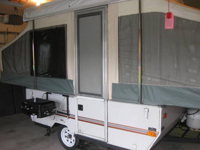 Jayco 8' hardtop camper trailer (1999) ready to go