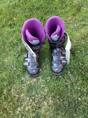 Ladies size 9 Lange ski boots