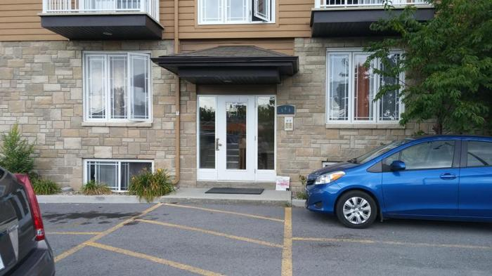 Large Two Bedroom Apt. Maloney Blvd, Gatineau October 1st