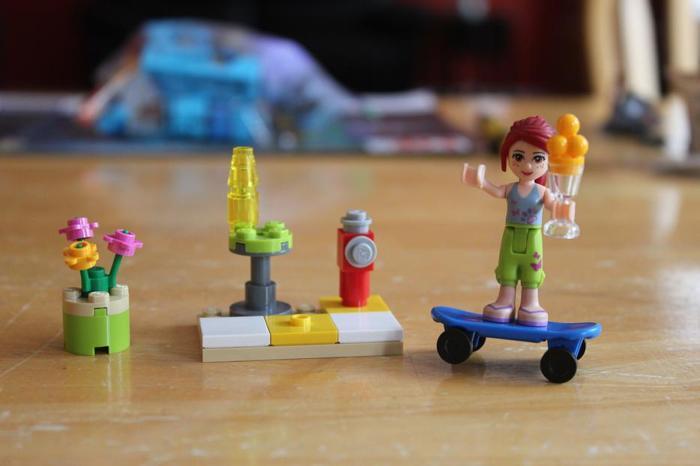 Lego Friends Skateboarder Mia #30101