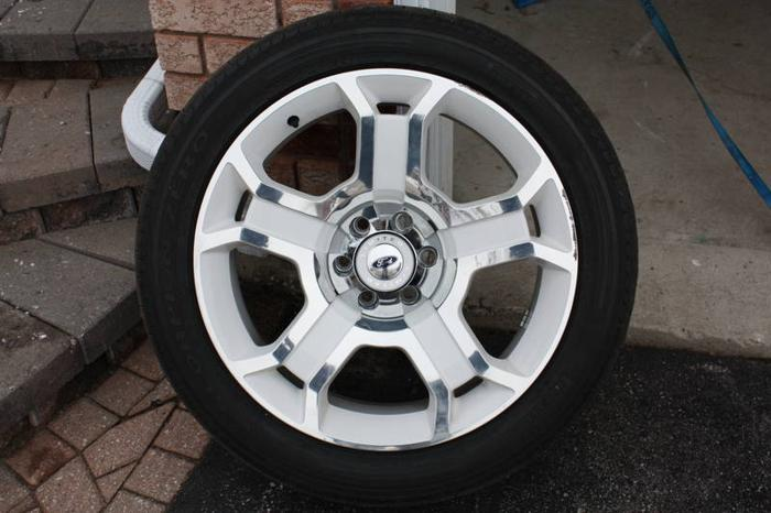 Limited Edition Ford 2011 - Tires, Caps and Rims x 4
