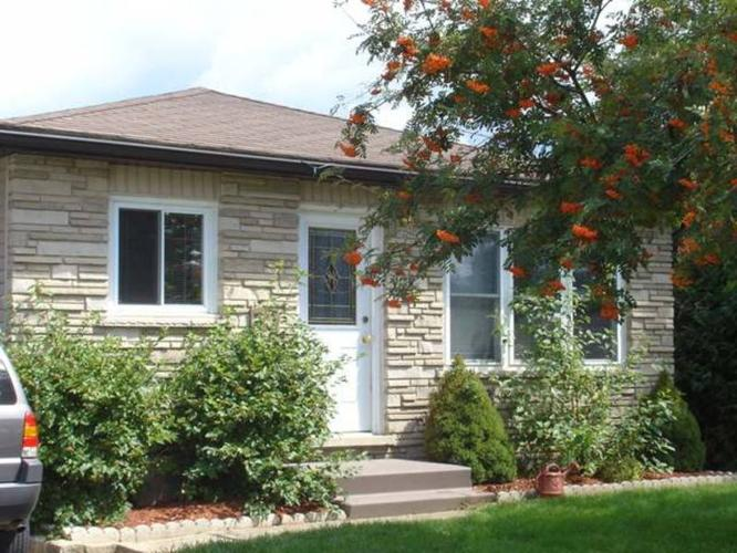 Lovely Elora Bungalow!
