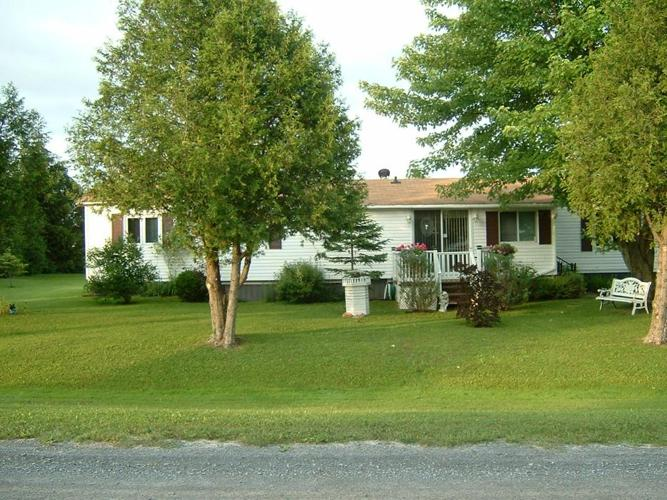Mobila Home on Leased Land  Corner Lot Perfect for Retirement
