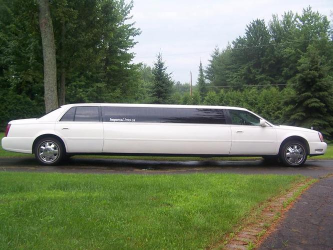 Money Maker 10 Passengers Cadillac Limousine 2002