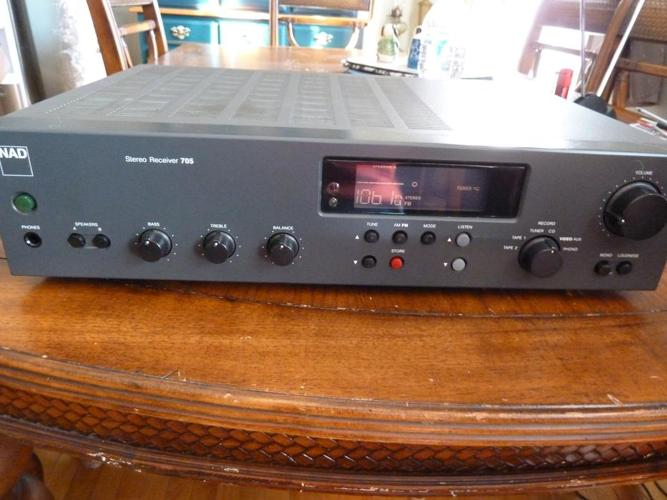 NAD 705 AM/FM Stereo Receiver PHONO Amplifier remote