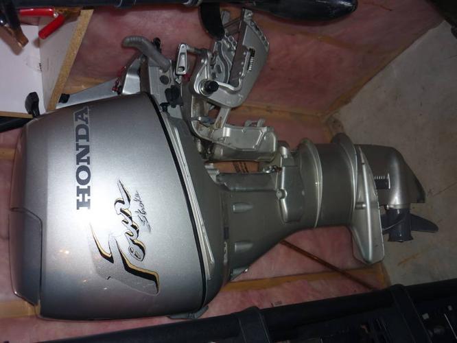 Outboard Motor Honda 25 horsepower