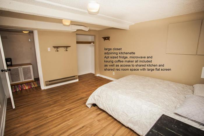 REDUCED Room and kitchenette for rent/bathroom
