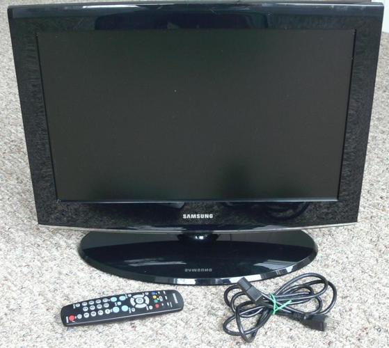 Samsung 22-inch flat panel LCD TV 1680x1050