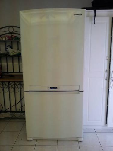 Samsung Refrigerator w/ Bottom Freezer