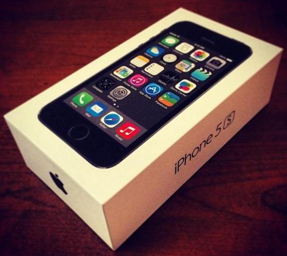 SEALED BRAND NEW  IPHONE 5S LOCKED TO ROGERS PLUS FREE ACCESSORIES