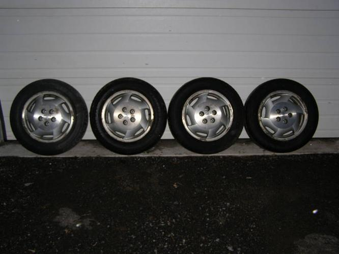 Set of four aluminum chevy rims with 225/60r16 tires mounted